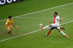 Algeria's Islam Slimani, right, scores the opening goal past South Korea's goalkeeper Jung Sung ryong during the group H World Cup soccer match between South Korea and Algeria at the Estadio Beira Rio in Porto Alegre, Brazil, Sunday, June 22, 2014. (AP Photo/Michael Sohn)