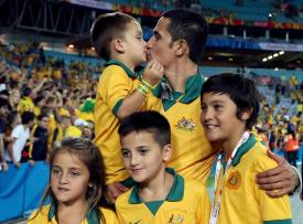 Australia's Tim Cahill poses with his children after they beat South Korea to win the Asian Cup at the Stadium Australia in Sydney January 31, 2015. REUTERS/Rick Stevens (AUSTRALIA Tags: SOCCER SPORT)